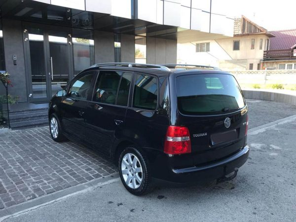 volkswagen-touran-7-locuri-masina-familie-02